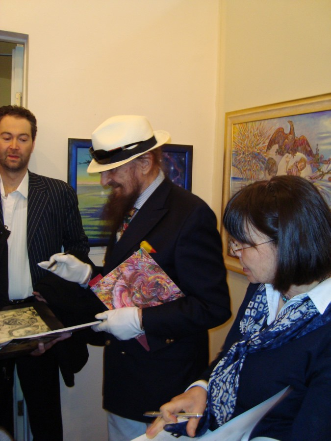 Exchangeing-of-autographs-with-Ernst-Fuchs-2011