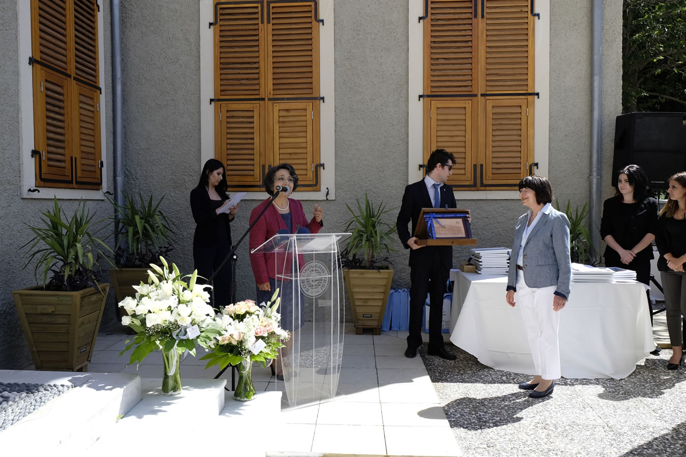 Goknil recieves her commemoration plaque a t the inaguration of the museum for children's books illustrastions